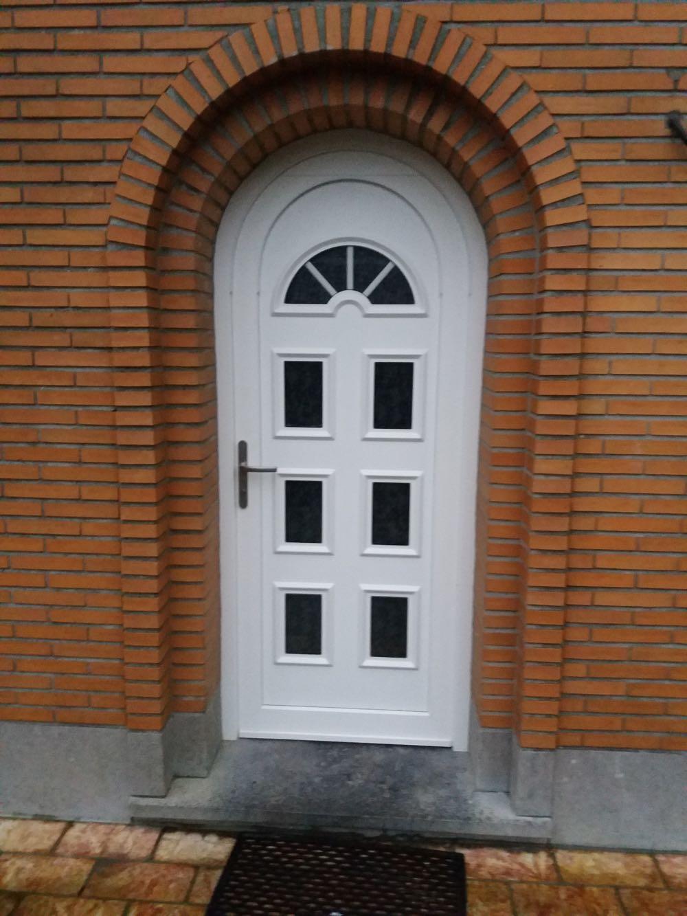 remplacement d'une porte d'entrée en PVC